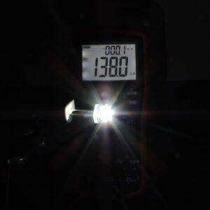 Dioda led 8mm straw hat 0.5W 24lm Biała zimna 6500K 3.7V 170st - pomiar