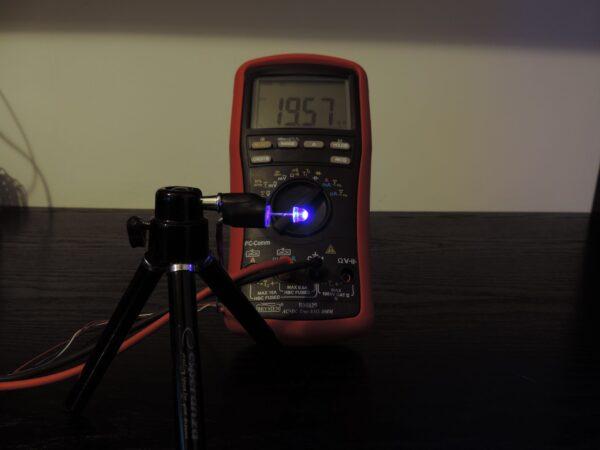 Dioda led straw hat 5mm niebieska 1400 mcd 90-120st - pomiar